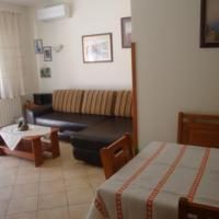 One-Bedroom Apartment with Patio (5 Adults)