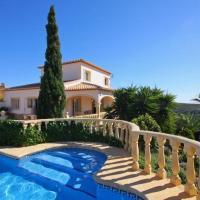 Фотографии отеля: Benitachell Villa Sleeps 12 Pool WiFi, Бенитачель