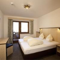 Five-Bedroom Apartment (12 Adults)