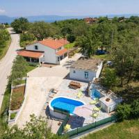 Hotel Pictures: Relaxing holiday house with pool, Labin