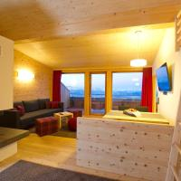 Three-Bedroom Apartment with Balcony and Mountain View - Split Level