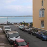 Hotel Pictures: Victoria Street 34, Flat 3, Tenby