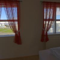 Three-Bedroom Apartment with Glacier View (6 Adults) - Júllatún 15