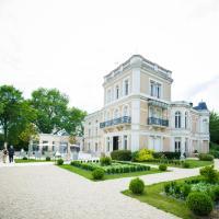 Hotel Pictures: Chateau du Clos de la Ribaudiere, Chasseneuil-du-Poitou