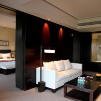 Executive Suite with Mini Bar and 2 tickets of Golf driving range