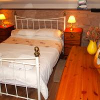Three-Bedroom Cottage - The Coach House