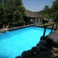 Hotel Pictures: Dzhelepova Guest House- Pool Access, Bozhentsi