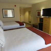 Queen Room with Two Queen Beds with Roll in Shower - Hearing Accessible