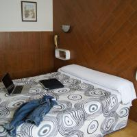 Hotel Pictures: Hostal Sanmar, Figueres