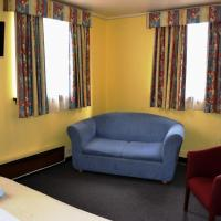 Budget Double and Twin Room with Shared Bathroom - 23