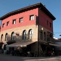 Hotel Pictures: Hostal Suetxe, Los Arcos