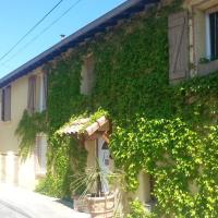 Hotel Pictures: Chambre d'Hôtes La Fontaine de Corbarieu, Corbarieu