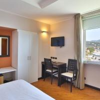 Double or Twin Room with Lateral Sea View
