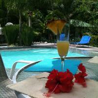 Hotel Pictures: La Tropicale Beach Lodge, Carrillo
