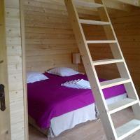 Hotel Pictures: Chalets Gîtes La Croisée des Chemins, Izeaux