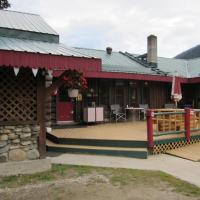 Hotel Pictures: Summit River Lodge & Campsites, Valemount