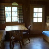 Hotel Pictures: Pranter Almhütte, Assling