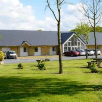 Hotel Pictures: Brit Hotel Bayeux Relais Forêt, Montfiquet
