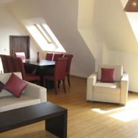 Three-Bedroom Maisonette with Fireplace (8 Adults)
