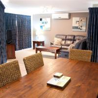 Three-Bedroom Villa - Poolside