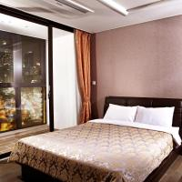 Deluxe Suite with Partial Sea View