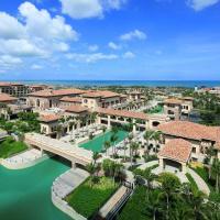 Hotel Pictures: Wyndham Grand Plaza Royale Hainan Longmu Bay, Ledong