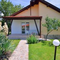 Hotel Pictures: Sunny Hills Villas, Bryastovets