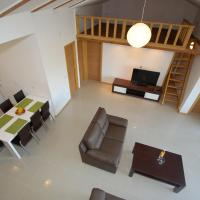 Comfort Four-Bedroom Apartment with Balcony