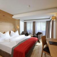 Double Room with Balcony and Mountain View/Street Side