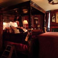 Deluxe Suite - Armoury