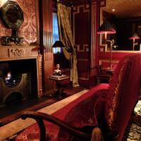 Deluxe Suite - Guardroom