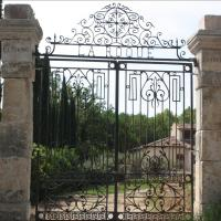 Hotel Pictures: Villa La Roque, Fuveau