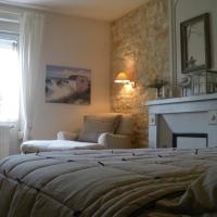 Hotel Pictures: Les Persiennes, Saintes
