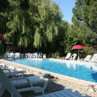 Hotel Pictures: Hostellerie De La Source, Arles
