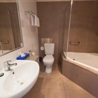 Executive Queen Room with Spa Bath