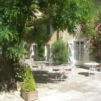 Hotel Pictures: Mas De Valiguière, Saze
