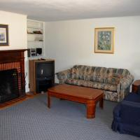 Deluxe Two-Bedroom Apartment with Fireplace