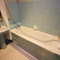 Queen Suite with Bath