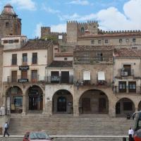 Hotel Pictures: Alojamientos Plaza Mayor, Trujillo