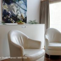 Superior Studio Parrot