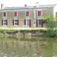 Hotel Pictures: Chambres d'Hôtes Au Bord de Sèvre, Coulon