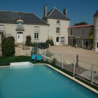 Hotel Pictures: Chambres d'Hôtes Logis des Deux Tours, Vendeuvre-du-Poitou