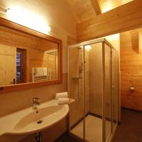 Chalet (12 Adults)