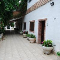 Hotel Pictures: Apartamentos Les Moreres, Duesaigües