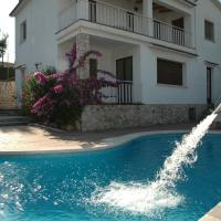 """Hotel Pictures: Casa De Vacaciones """"CAL VIVES"""", Canyelles"""