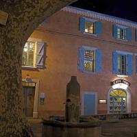 Hotel Pictures: Des Lits Sur La Place, Hérépian