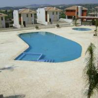Hotel Pictures: Gemstone Village A1 Maisonette, Chirokitia