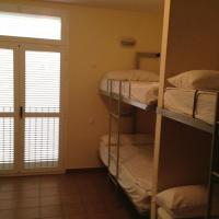 Bunk Bed in 4 bed Mixed Dormitory Room with Shared Bathroom