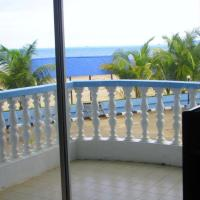 Three-Bedroom Apartment with Sea View and Balcony