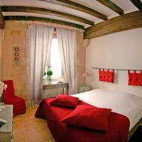 Hotel Pictures: Le XII de Luynes Relais du Silence, Luynes